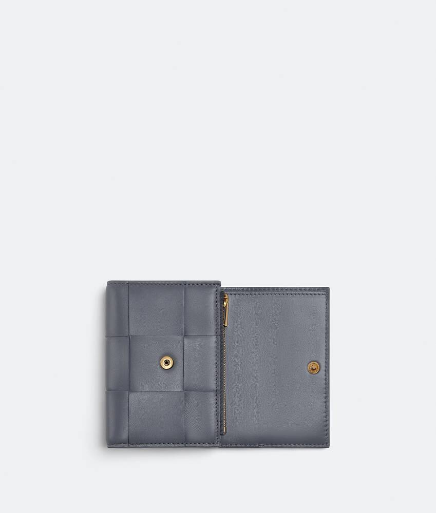 Display a large version of the product image 4 - tri-fold zip wallet