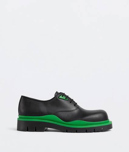 chaussures à lacets tire