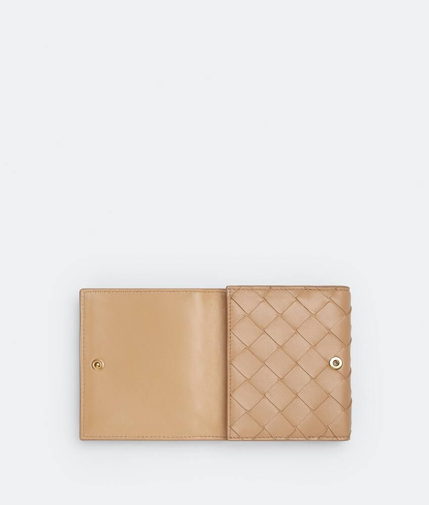 Display a large version of the product image 4 - small bi-fold flap wallet