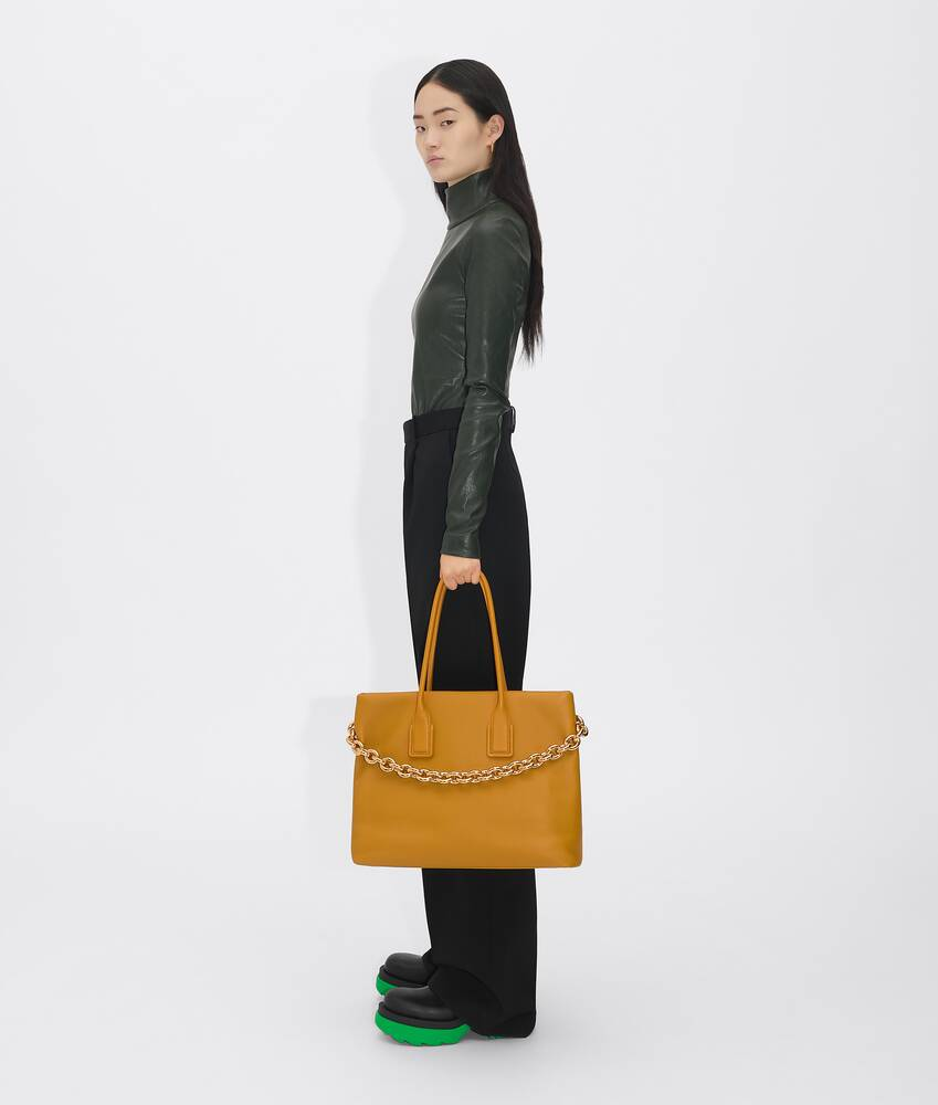 Display a large version of the product image 5 - chain tote