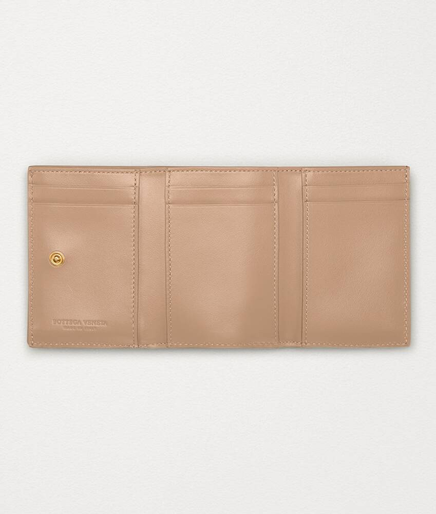 Display a large version of the product image 2 - tri-fold wallet