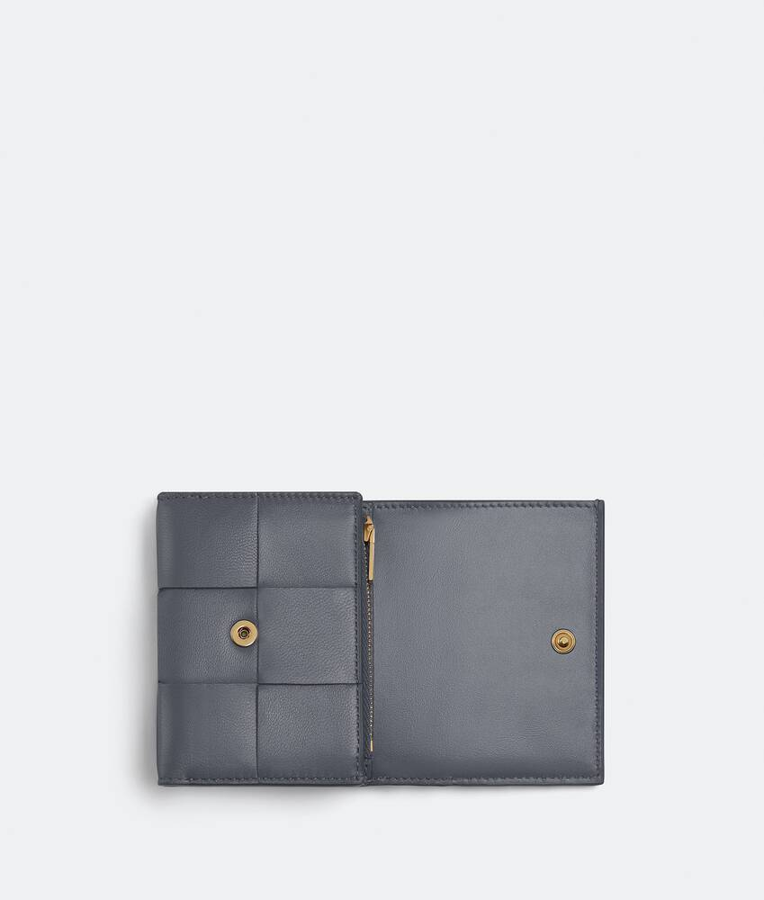 Display a large version of the product image 4 - tri-fold wallet