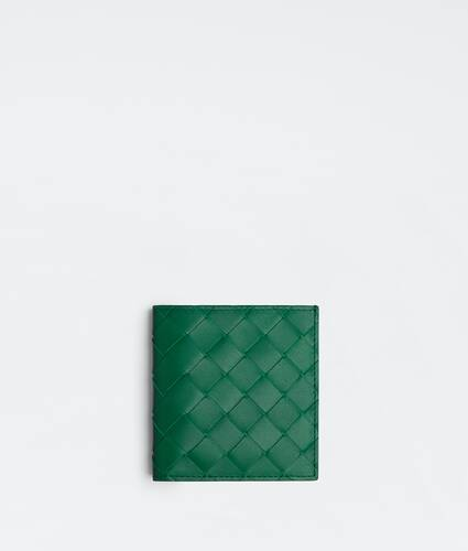 슬림한 실루엣의 폴더형 지갑