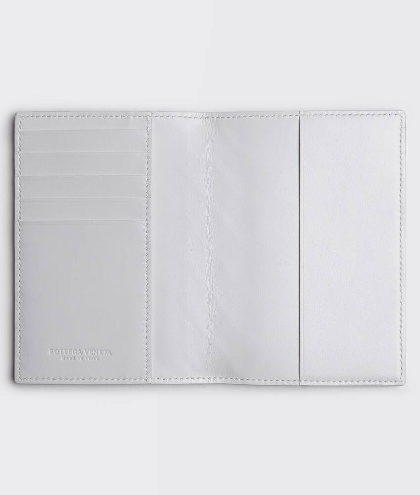 Display a large version of the product image 2 - passport case